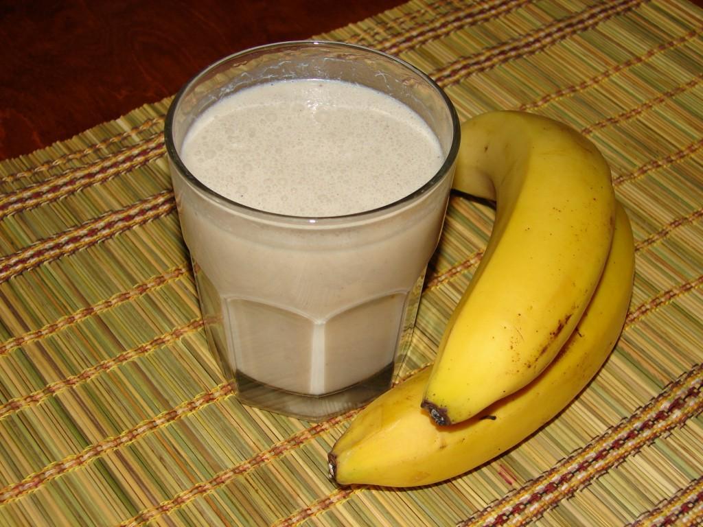 Bananu_piena_kokteilis