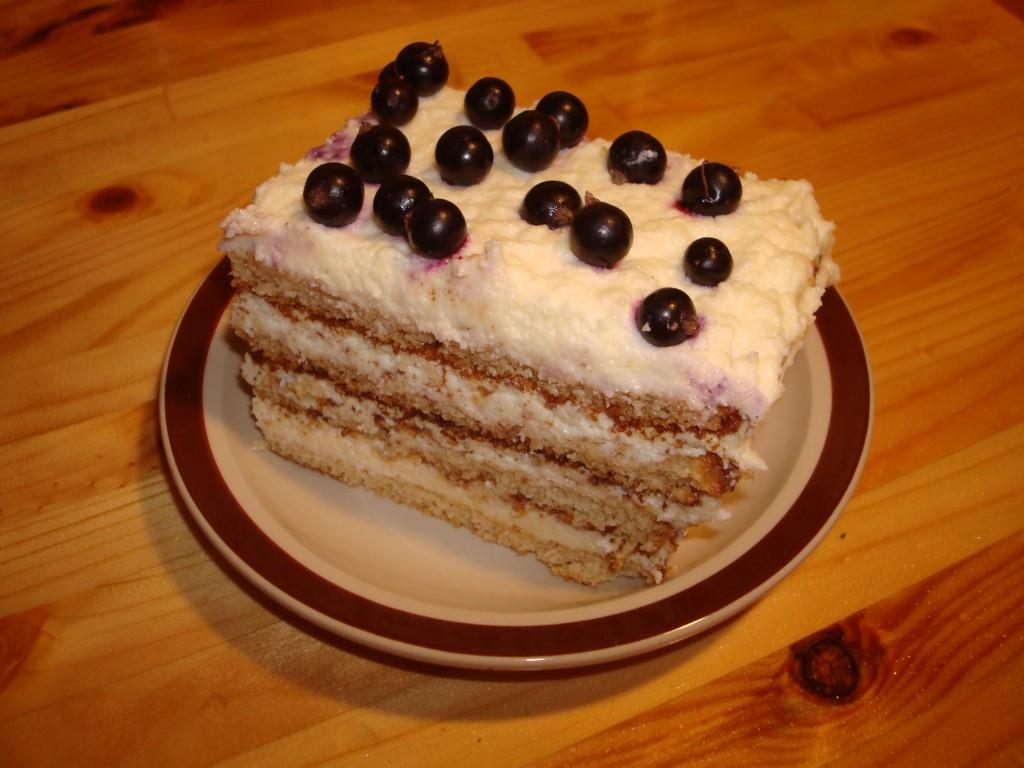 Biezpiena_biskvita_torte2